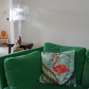 Canapé Ikea - Lampe Kartell