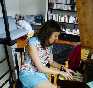 Céline dans son bureau