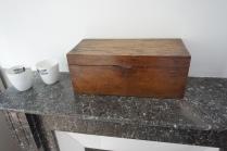 Boite en bois fabiquée par l'oncle d'Annabelle quand il était enfant