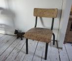 Chien : ventre privée sur un site anglais - Petite chaise : brocante