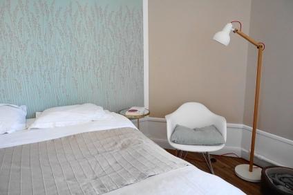 Papier peint Farrow&Ball - Lampe Zuiver - Tables de chevet Zara Home