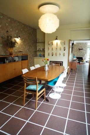 Chaises « Tulipe » designer Eero Saarinen chez Nomibis - Table de conférence années 70 chinée sur Le Bon Coin